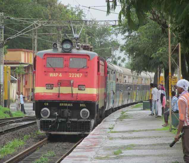 भुसावळ रेल्वेच्या  वेळेवर 23 गाड्या रद्द; प्रवाशांची उडणार तारांबळ|जळगाव,Jalgaon - Divya Marathi