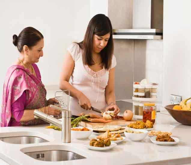 पती तुमचे ऐकत नाही, या आठ पध्दतींनी मांडा तुमचे विषय| - Divya Marathi
