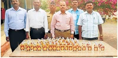 दारू विक्रेत्यांवर कारवाई|अकोला,Akola - Divya Marathi