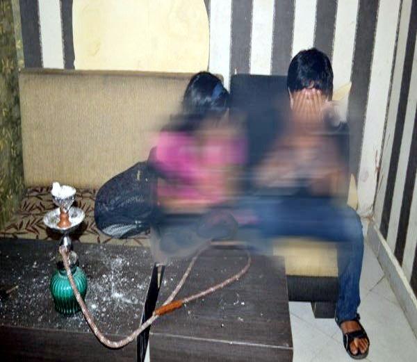 नागपुरात कॉलेज तरुण-तरुणींचे  'दम मारो दम'; हुक्का पार्लरवर पोलिसांचा छापा|नागपूर,Nagpur - Divya Marathi