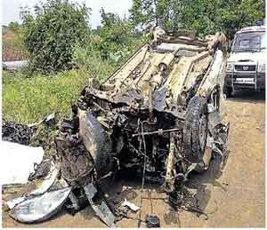 नशिराबादजवळ अपघात तरुण ठार, दोन जखमी|जळगाव,Jalgaon - Divya Marathi