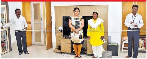 रिअसेसमेंट मोहिमेतील कर्मचारी - Divya Marathi