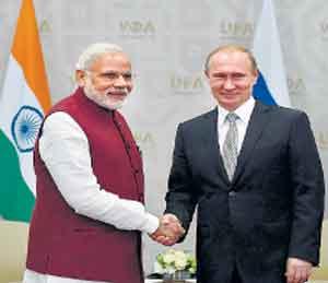 पंतप्रधान नरेंद्र मोदी व ब्लादिमीर पुतीन. - Divya Marathi