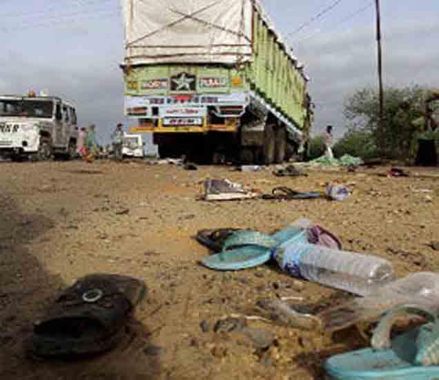 ताजा महाराष्ट्र :  बीडमधील परभणी तांड्यावर शेतक-याची आत्महत्या|मुंबई,Mumbai - Divya Marathi
