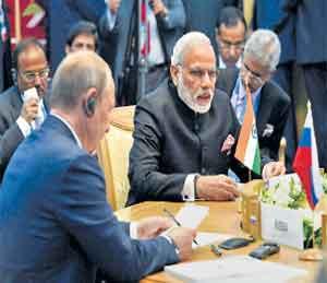 िब्रक्स परिषदेत उफामध्ये बोलताना पंतप्रधान नरेंद्र मोदी. - Divya Marathi