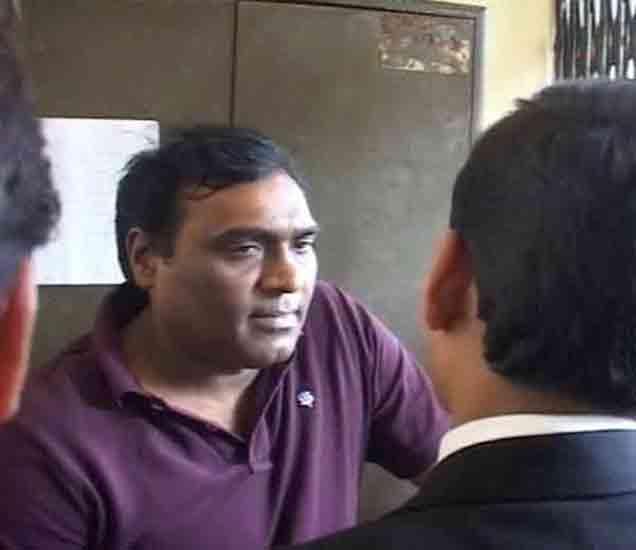 डॉ. सागरला कोर्टात हजर केले गेले तेव्हा. - Divya Marathi