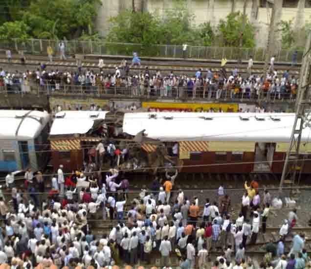 भय इथले संपत नाही; पहा नऊ वर्षांपूर्वी कसे झाले होते मुंबईमध्ये स्फोट मुंबई,Mumbai - Divya Marathi