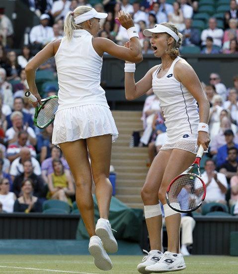 विम्बल्डन टेनिस: सानिया मिर्झा- मार्टिना हिंगिस  दुहेरीत चॅम्प!|स्पोर्ट्स,Sports - Divya Marathi