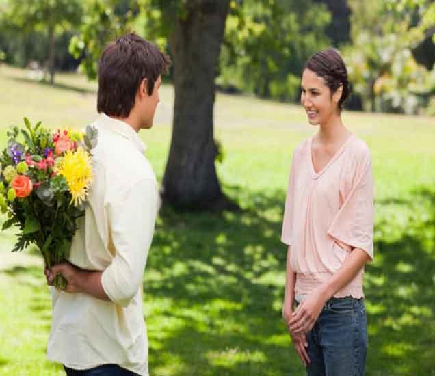 पहिल्या भेटीत गर्लफ्रेंडला इंप्रेस करायचेय, वाचा या टिप्स| - Divya Marathi