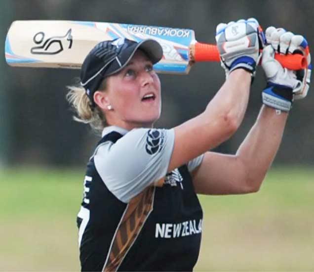 70 धावा काढल्यानंतर न्यूझिलँडची कर्णधार सोफी डिवाइन. - Divya Marathi