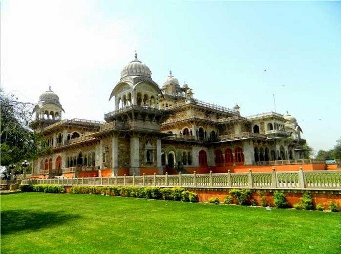 जयपूरमधील अल्बर्ट हॉल हा भारताच नव्हे संपूर्ण जगात प्रसिद्ध आहे. - Divya Marathi