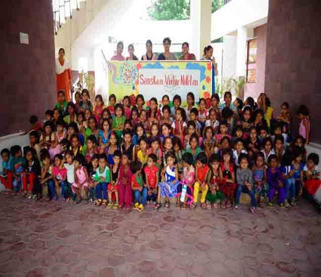 आर्थिक दुर्बल कुटुंबातील मुलींसाठी भास्कर समुहाचे संस्कार विद्या निकेतन देश,National - Divya Marathi