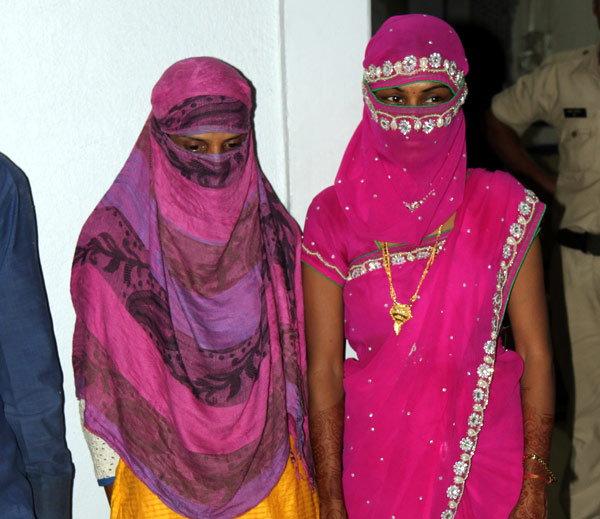 गँगमधील महिला सदस्य. - Divya Marathi