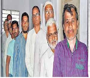 शहरातील एका केंद्रावर मतदारांनी अशा रांगा लावून मतदानाचा हक्क बजावला. छाया : दिव्य मराठी - Divya Marathi