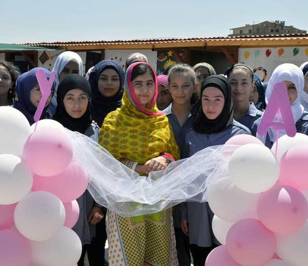 मलाला झाली 18 वर्षांची, Refugee मुलींसाठी सुरू केली शाळा|विदेश,International - Divya Marathi