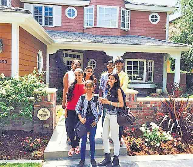 अमेरिकेच्या सॅन दिएगो येथे कॅलिफोर्निया विद्यापीठात राहण्याची सोय असते. - Divya Marathi