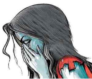 नवोदीत चित्रपट अभिनेत्रीवर पैठणमध्ये सामूहिक बलात्कार, आरोपी फरार औरंगाबाद,Aurangabad - Divya Marathi
