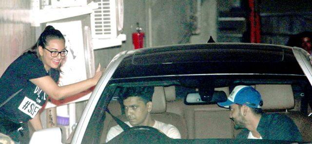 \'बजरंगी...\'च्या स्क्रिनिंगला पोहोचल्या जॅकलिन-सोनाक्षी, सलमानची EX गर्लफ्रेंडही दिसली| - Divya Marathi