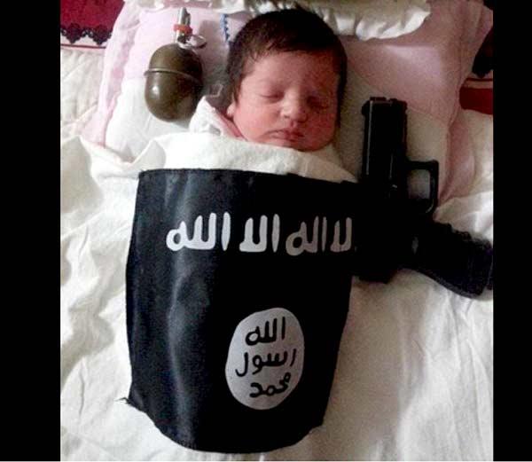 File Photo: सोशल मीडियावर दहशतवाद्यांनी शेअर केलेला एका बाळाचा फोटो. - Divya Marathi