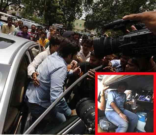 लक्झरी कारने कोर्टात आलेला आरोपी निकालानंतर पोलिसांच्या गाडीत बसला. - Divya Marathi