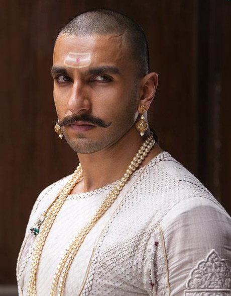 \'बाजीराव मस्तानी\'मध्ये असा आहे रणवीर-दीपिका-प्रियांकाचा FIRST LOOK  - Divya Marathi