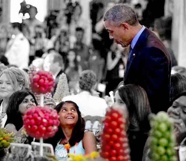 फोटो : व्हाइट हाऊसमध्ये श्रेयाबरोबर बोलताना अमेरिकेचे राष्ट्राध्यक्ष बराक ओबामा - Divya Marathi