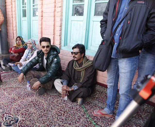 On location: काश्मिरमध्ये कडाक्याच्या थंडीत झाले \'बजरंगी भाईजान\'चे शूटिंग, पाहा छायाचित्रे| - Divya Marathi