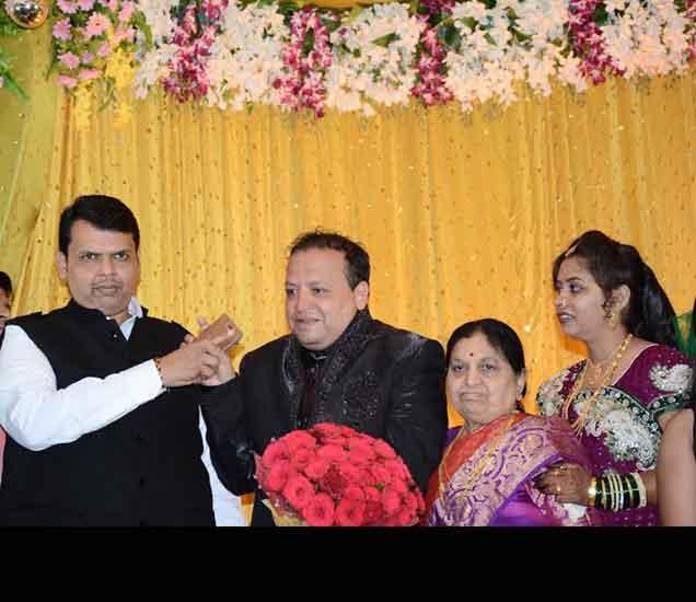 मामेभावाच्या लग्नाला पोहोचले आतेभाऊ, मुख्यमंत्र्यांचा अमरावती दौरा नागपूर,Nagpur - Divya Marathi