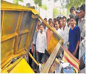 टवाळखोरांमुळे शहरात तणाव, तीन हजार पोलिस बंदोबस्तासाठी रस्त्यावर औरंगाबाद,Aurangabad - Divya Marathi