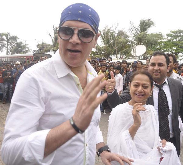 \'बजरंगी भाईजान\'ची मुन्नी, कुटुंबीय आणि फ्रेंड्ससोबत सलमानने साजरी केली ईद| - Divya Marathi