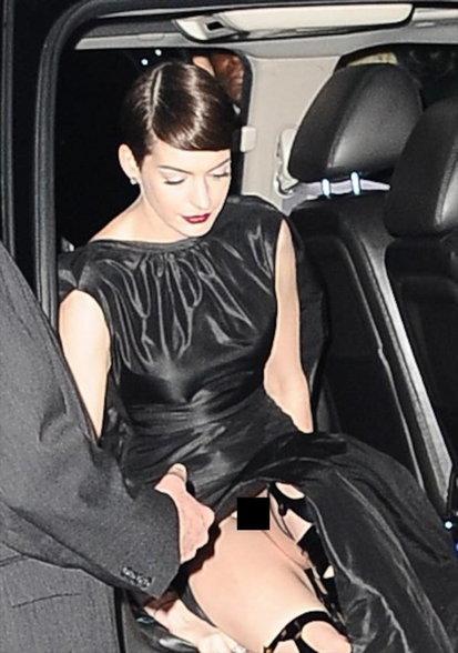 जेव्हा या हॉलिवूड अॅक्ट्रेसना ड्रेसने दिला धोका, पाहा Oops Moments...!  - Divya Marathi