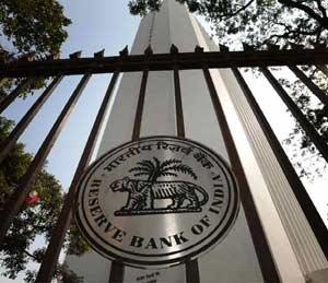 रघुराम राजन, अगोदर बँक कर्मचाऱ्यांना नोटांवर लिहिण्यापासून रोखा बिझनेस,Business - Divya Marathi