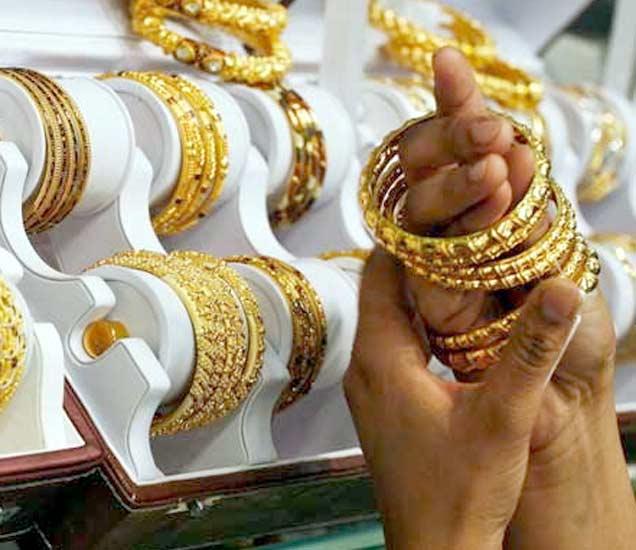 सोने पाच वर्षातील नीचांकी पातळीवर, तोळ्याचे दर २५ हजारांखाली  - Divya Marathi
