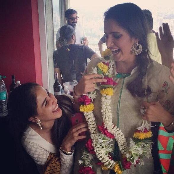 फराहची ईद पार्टी : सेल्फी मूडमध्ये दिसले रितेश-जेनेलिया, सानिया मिर्झाचीही हजेरी|देश,National - Divya Marathi