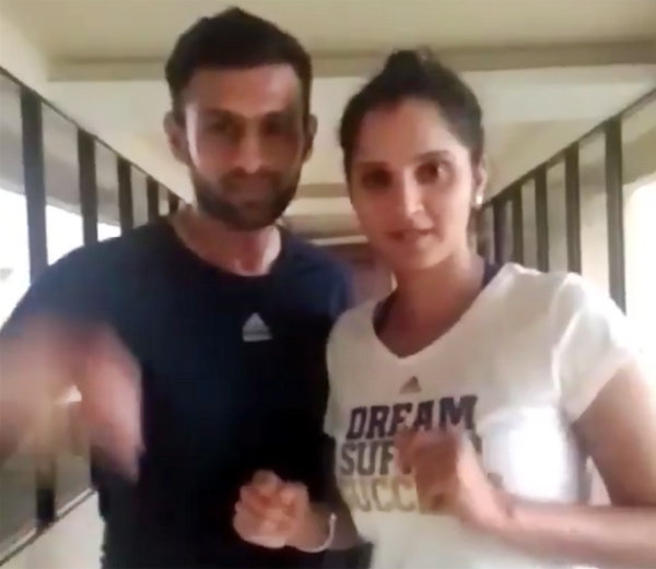 VIRAL VIDEO: सानिया थिरकली शोएबसंगे, जल्लोषात साजरा केला पाकचा विजय स्पोर्ट्स,Sports - Divya Marathi
