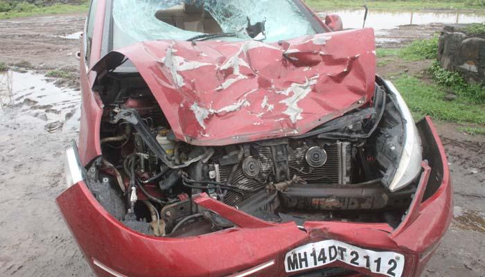 पुण्यातही \'हिट अॅंड रन\': मद्यधुंद कारचालकाने 5 जणांना उडवले, तीन मित्रांचा जागीच मृत्यू पुणे,Pune - Divya Marathi
