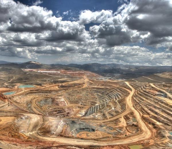 टॉप-10 देश: येथे आहे सोन्याचा साठा, खाणीतून काढला जातो सुवर्ण धातू| - Divya Marathi