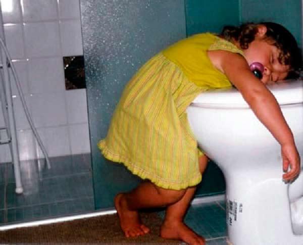 INTERESTING : अरे बाप रे... कुठेही झोपू शकतात हे लोक!| - Divya Marathi