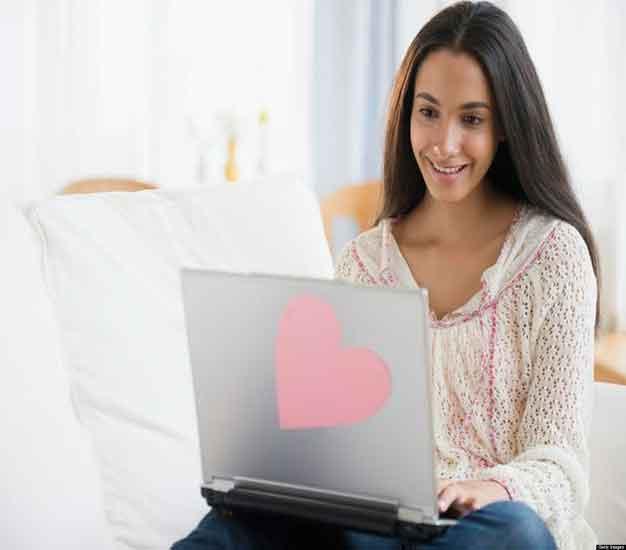 जाणुन घ्या, ऑनलाईन फ्लर्ट करण्याच्या काही खास टिप्स| - Divya Marathi