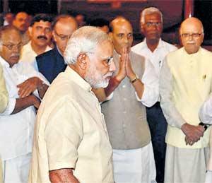 वढेरांविरुद्ध हक्कभंगाची नोटीस, सुषमा, वसुंधरांविरोधात विरोधक एकवटले|देश,National - Divya Marathi