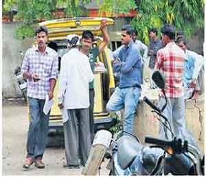 आरटीओ कार्यालयात झेरॉक्स, अर्ज, वडापाव विक्री तेजीत सुरू|औरंगाबाद,Aurangabad - Divya Marathi