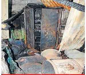 शॉर्ट सर्किटमुळे तीन घरांना लागली आग|जळगाव,Jalgaon - Divya Marathi