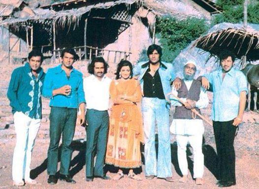 बिग बी रमले जुन्या आठवणीत, Memorable Pictures केले शेअर  - Divya Marathi