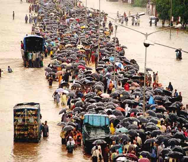 PHOTOS : दहा वर्षांपूर्वीच्या जखमा अजूनही 'ओल्याच'; मुंबई थांबली होती|मुंबई,Mumbai - Divya Marathi