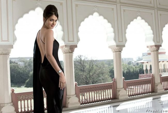 दीपिका, ऐश्वर्या, प्रियांका की करीना... बॅकलेसमध्ये कोण दिसते सर्वात 'सेक्सी' तुम्हीच ठरवा!| - Divya Marathi
