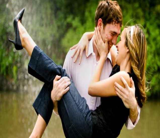 रोमँटिक लाईफसाठी खास 10 टिप्स, वाढवा प्रेमातील गोडवा...| - Divya Marathi