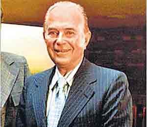मॅकडोनाल्ड्स: वय ५३ वर्षे, कित्येक आजार, आर्थिक चणचण, तरीही उभारली फूड चेन ओरिजनल,DvM Originals - Divya Marathi