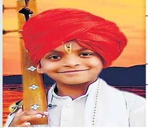 युवा कीर्तनकार चार भाषांतून करतो अध्यात्माचा प्रचार|सोलापूर,Solapur - Divya Marathi