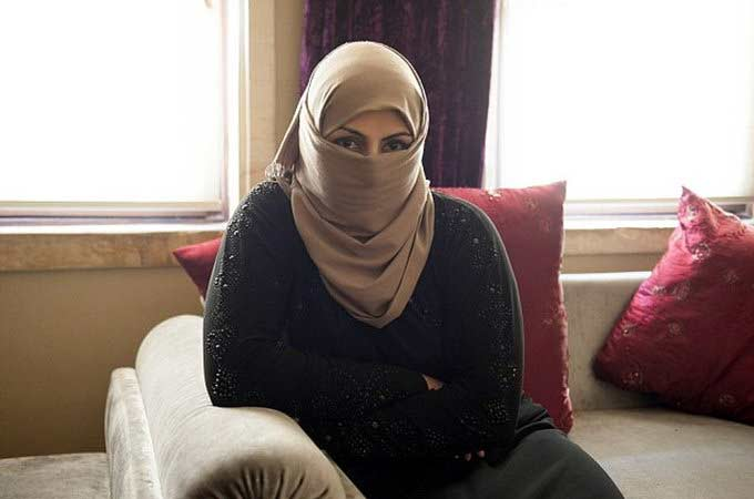 ISIS च्या म्होरक्याकडून लग्नाचे गिफ्ट म्हणून महिलेला शीरच्छेदाची परवानगी|विदेश,International - Divya Marathi