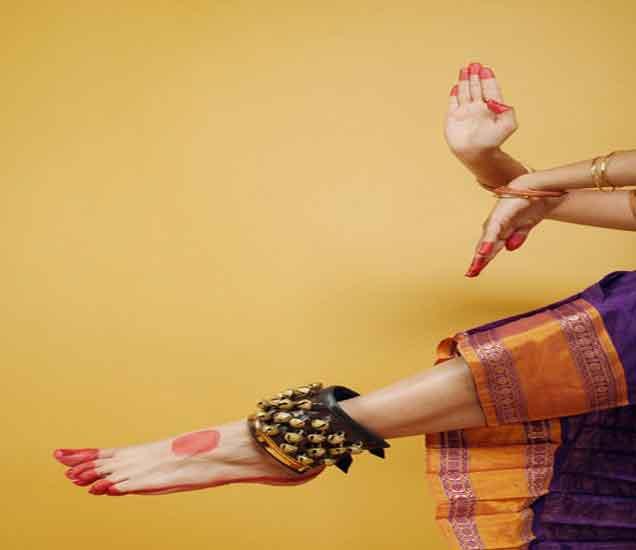 मुलींच्या ड्रेसिंगच्या या 10 गोष्टींमुळे चिडतात मुले...| - Divya Marathi